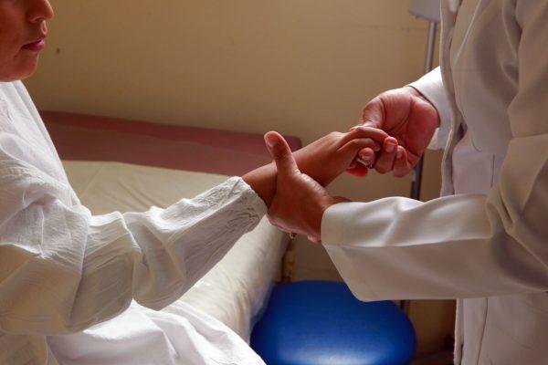 Artritis juvenil: ¿En qué ayuda la Apiterapia?